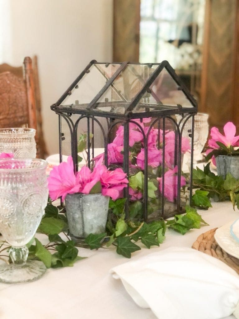 Shows spring table setting centerpiece